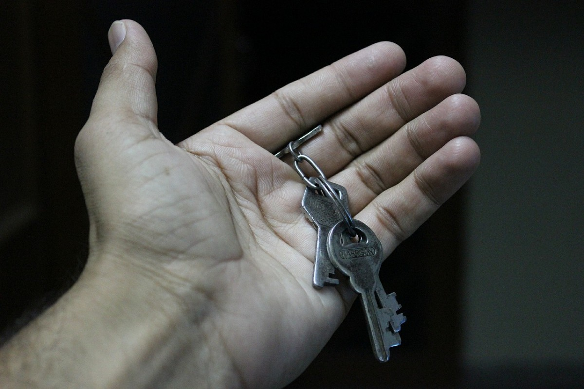 "The Fair Tenant Screening Act would help put housekeys in the hands of people who are experiencing homelessness. Image from <a href=""http://pixabay.com/en/keys-hand-open-chain-bunch-metal-452889/"" target=""_blank"">Pixabay.com</a>."